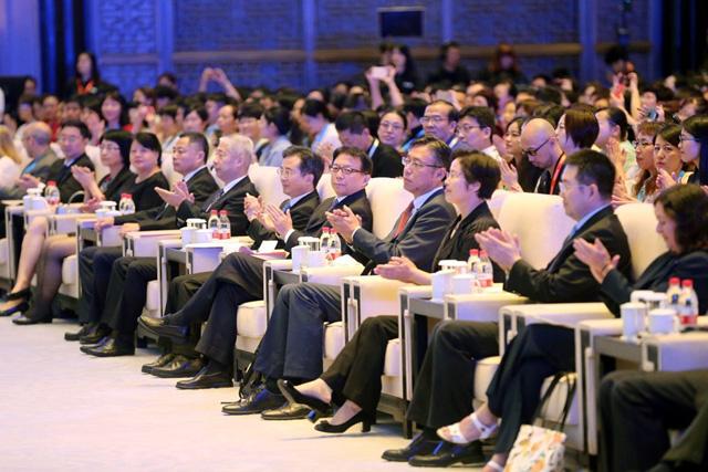 大会主办方领导和嘉宾参加大会开幕式。(摄影:中国日报 王壮飞)